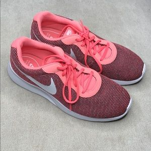 Nike NWOT size 10 only worn to try on in house